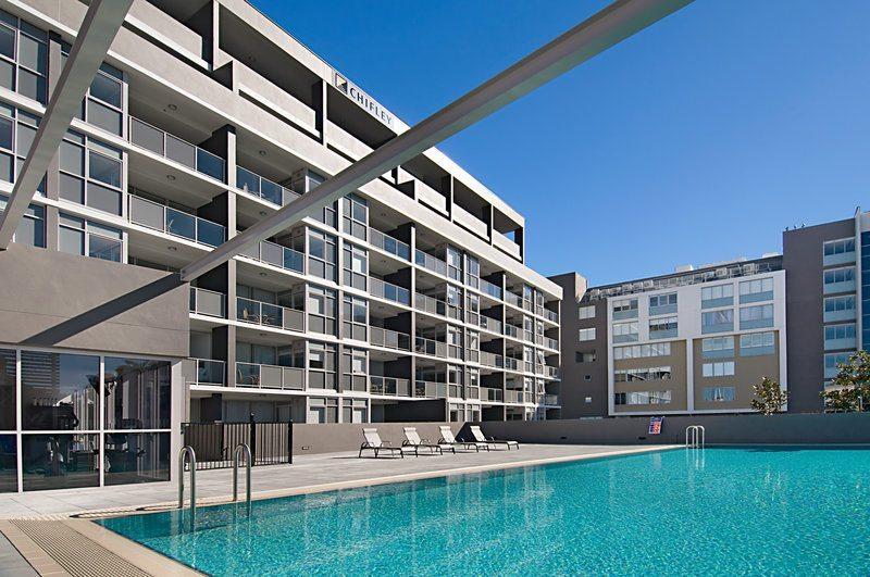 honeysuckle apartments pool view